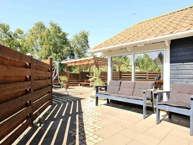 Capacious Holiday Home in Rødby with Sauna, casa vacanza a Nakskov
