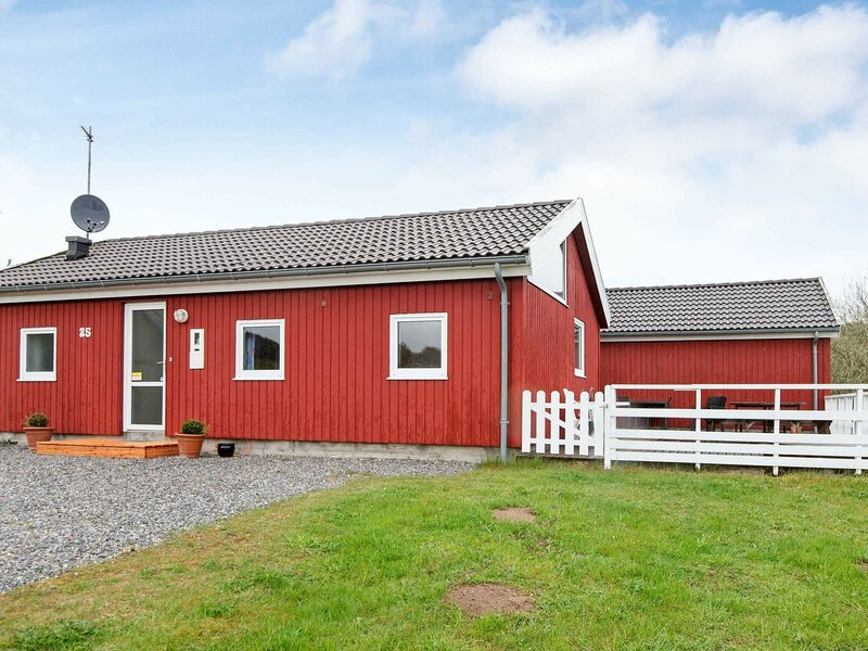 Scenic Holiday Home in Ebeltoft with Swimming Pool, location de vacances à Femmoeller