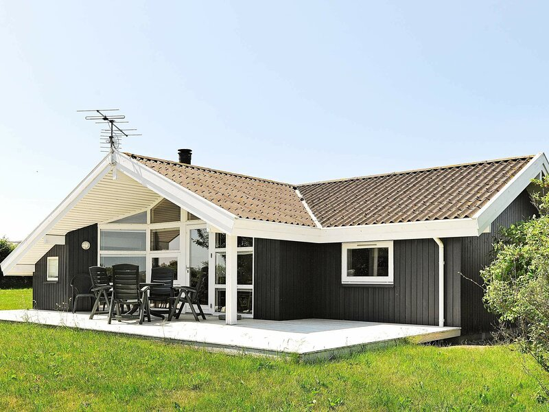 Contemporary Holiday Home in Ebberup with Terrace, holiday rental in Millinge
