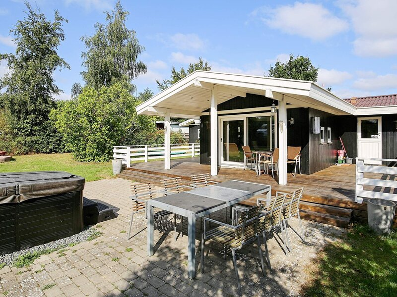 Secluded Holiday Home in Jægerspris with Barbecue, location de vacances à Kulhuse