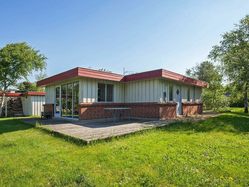 Luxurious Holiday Home in Hurup Jutland With Jacuzzi, holiday rental in Hurup