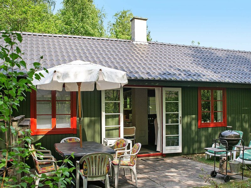 Rustic Holiday Home in Nexø With Swimming Pool, holiday rental in Balka