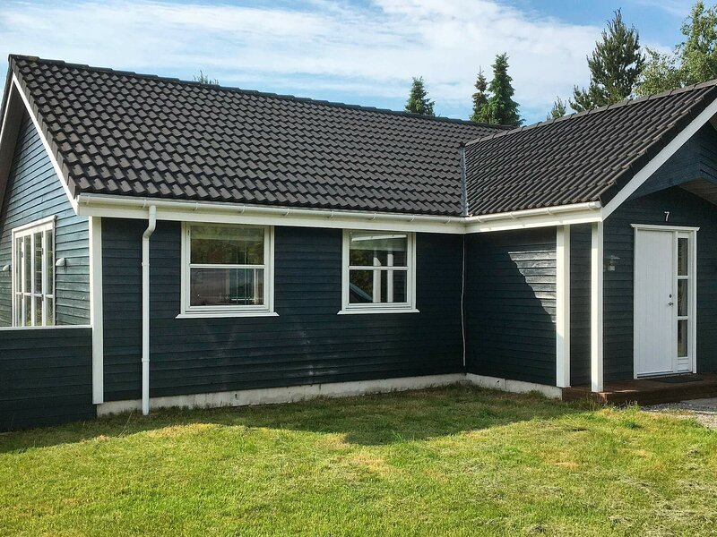 Serene Holiday Home in Jutland Near Child-friendly Beach, vacation rental in Geraa