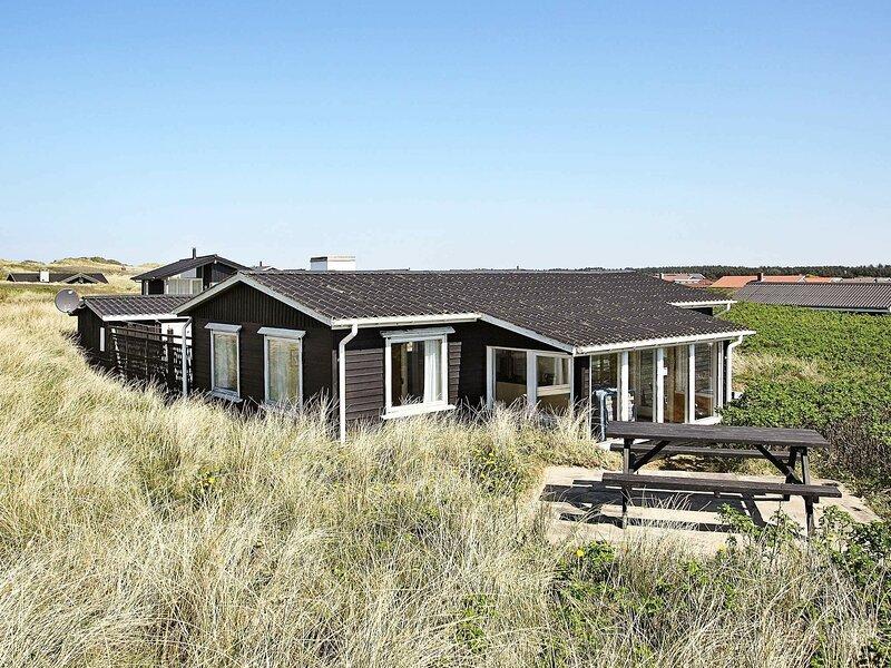 Spacious Holiday Home in Løkken Jutland Near Beach, casa vacanza a Rubjerg