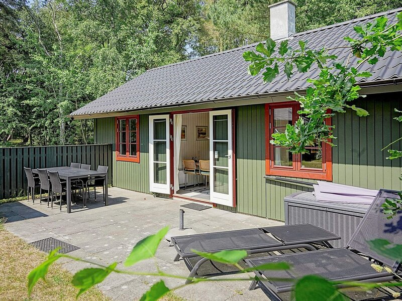 Gorgeous Holiday Home in Nexø with Swimming Pool, holiday rental in Balka