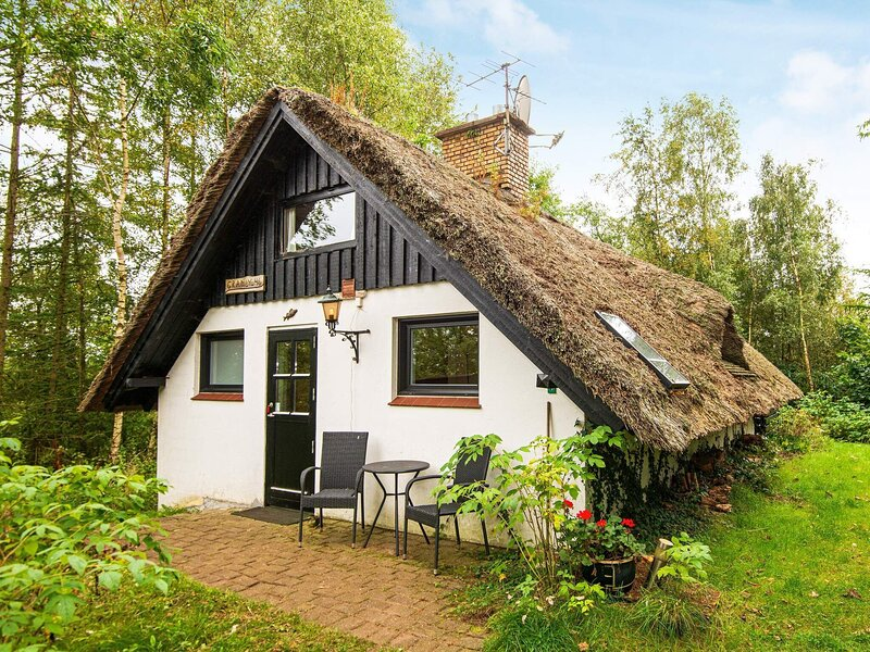 Peaceful Holiday Home in Ejstrupholm With Terrace, holiday rental in Give