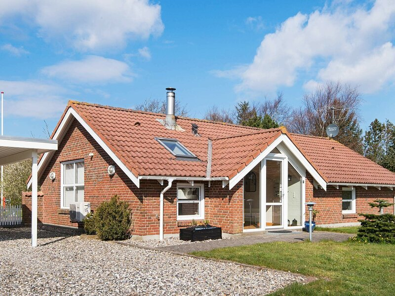 Urbane Holiday Home in Ulfborg with Sauna, holiday rental in Vederso Klit