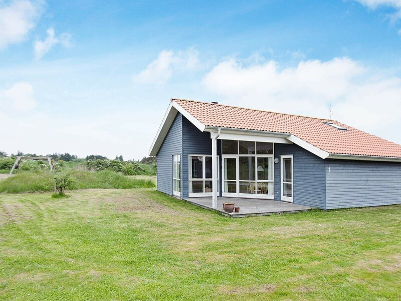 Peaceful Holiday Home in Ulfborg Near Sea, holiday rental in Vederso Klit