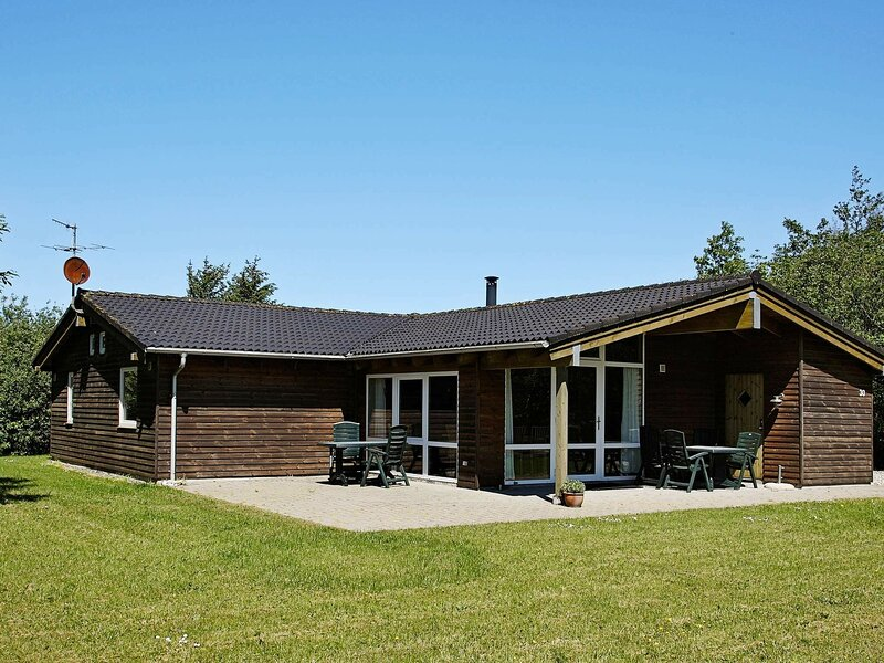 Charming Holiday Home in Fjerritslev Jutland Near North Sea, holiday rental in Jammerbugt Municipality