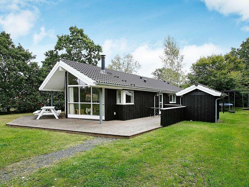 Cozy Holiday Home in Hadsund Near Family-friendly Beach, casa vacanza a Mariagerfjord Municipality