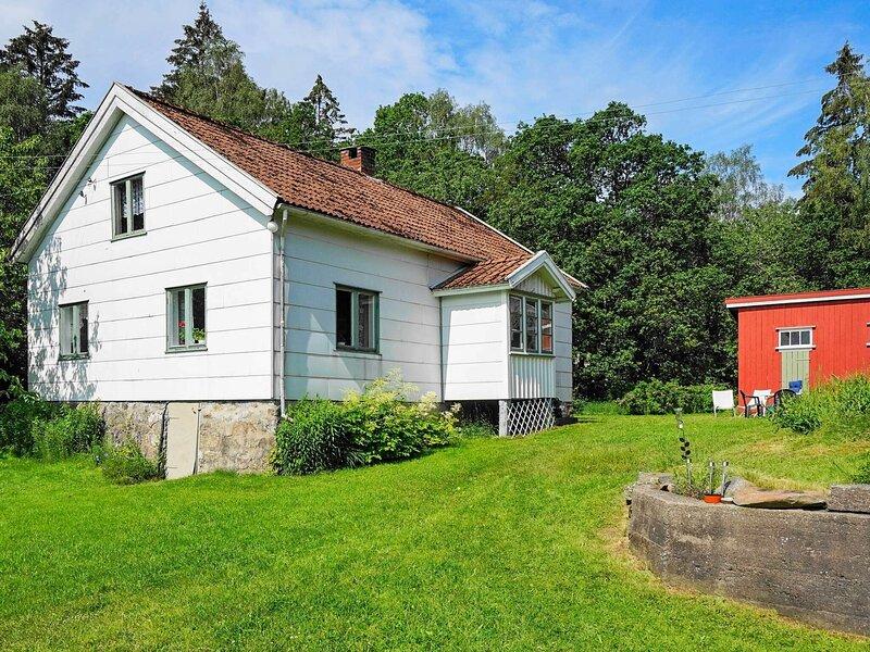 4 person holiday home in HENÅN – semesterbostad i Fiskebäckskil
