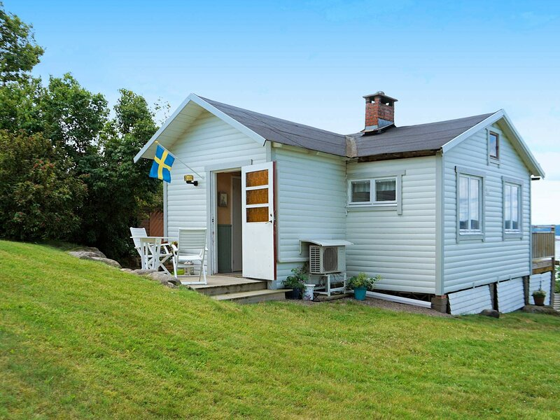 5 person holiday home in Uddevalla – semesterbostad i Trollhättan