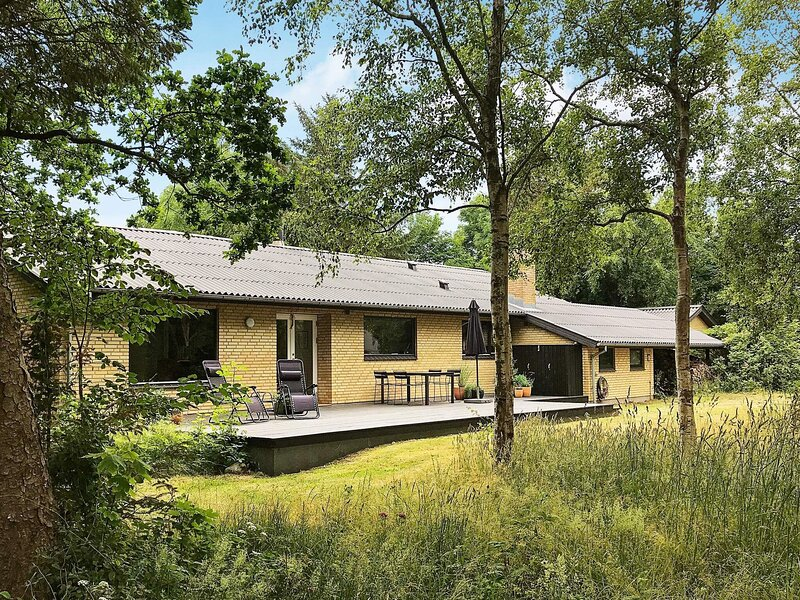 Serene Holiday Home in Nykøbing Mors with Terrace, location de vacances à Jorsby