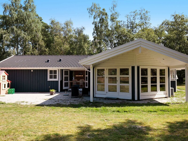 Modern Holiday Home in Zealand with Terrace, holiday rental in Hundested