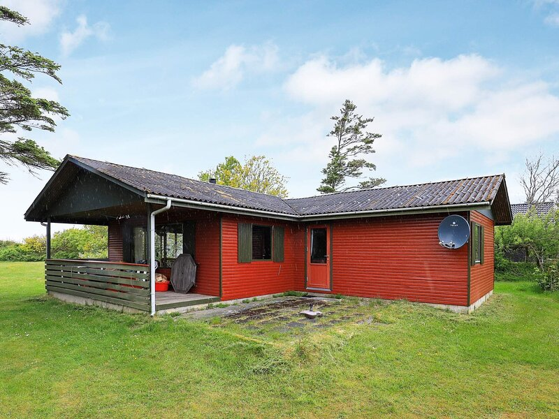 Seaside Holiday Home near Limfjord with Terrace, holiday rental in Vinderup