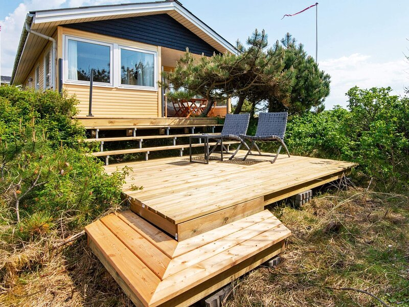 Decorated Holiday Home in Ringkøbing with Terrace, vakantiewoning in Vesterhede