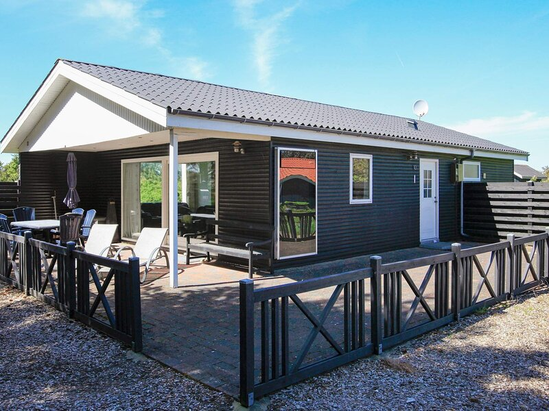 Alluring Holiday Home in Vestervig with Whirlpool, holiday rental in Hurup