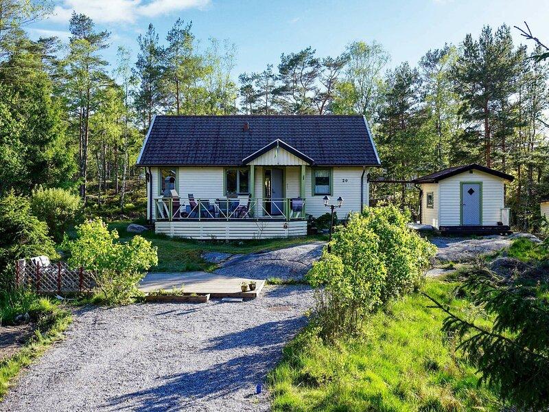 7 person holiday home in Tanumshede – semesterbostad i Fjällbacka