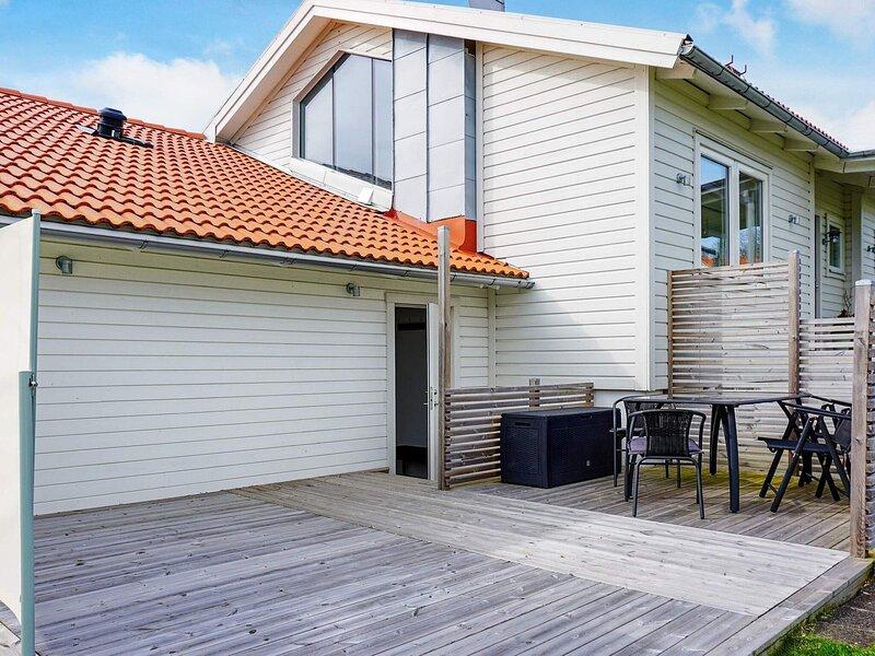 5 person holiday home in LYSEKIL – semesterbostad i Fiskebäckskil