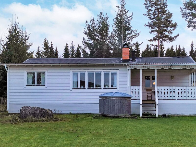 6 person holiday home in BOLLNÄS, vacation rental in Midnight Sun Coast