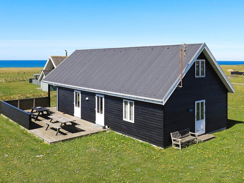 4 star holiday home in Hjørring, casa vacanza a Lonstrup