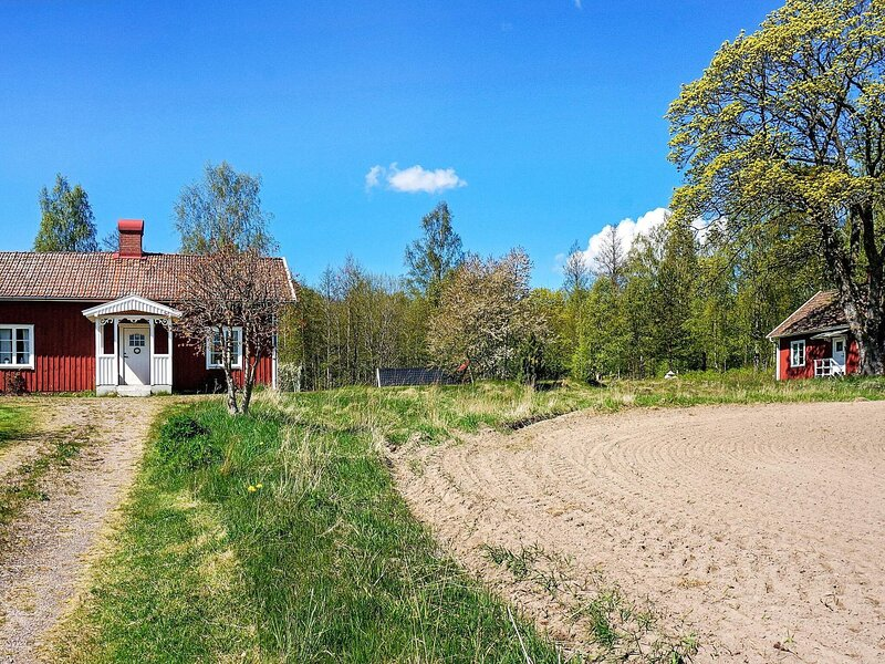 10 person holiday home in MARIESTAD, holiday rental in Mariestad