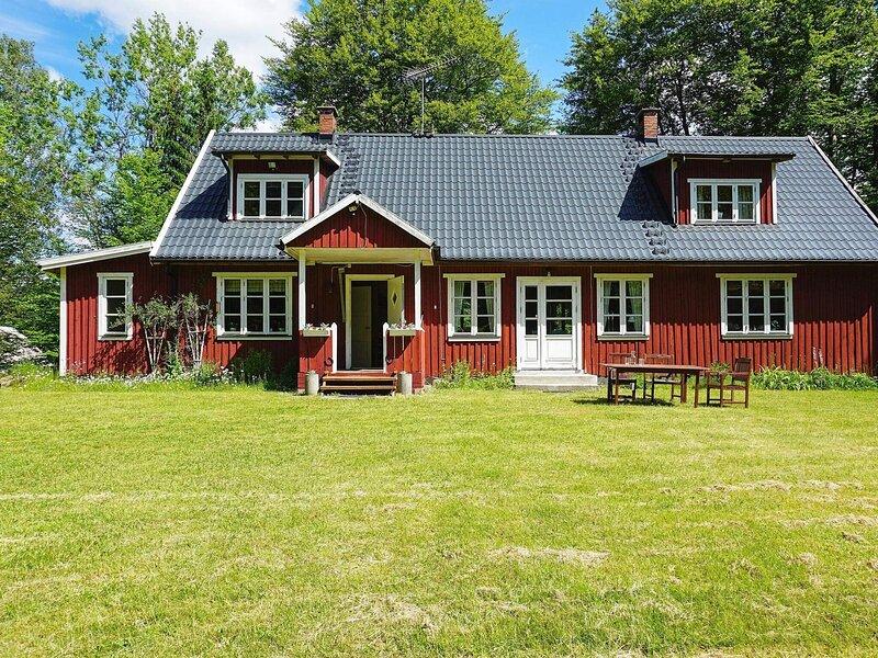 7 person holiday home in RÖKE, location de vacances à Bjarnum