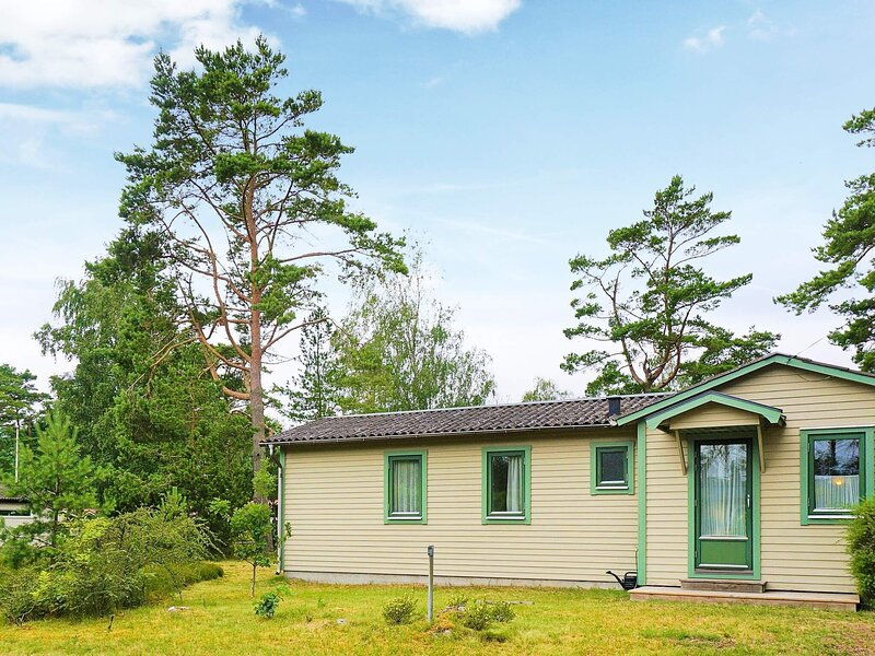 6 person holiday home in MELLBYSTRAND – semesterbostad i Torekov