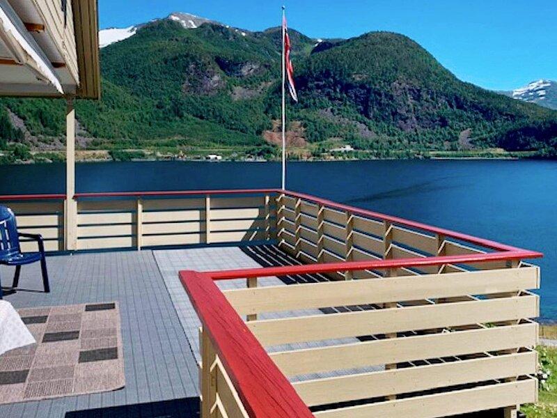 8 person holiday home in Austefjorden, location de vacances à Nordfjordeid