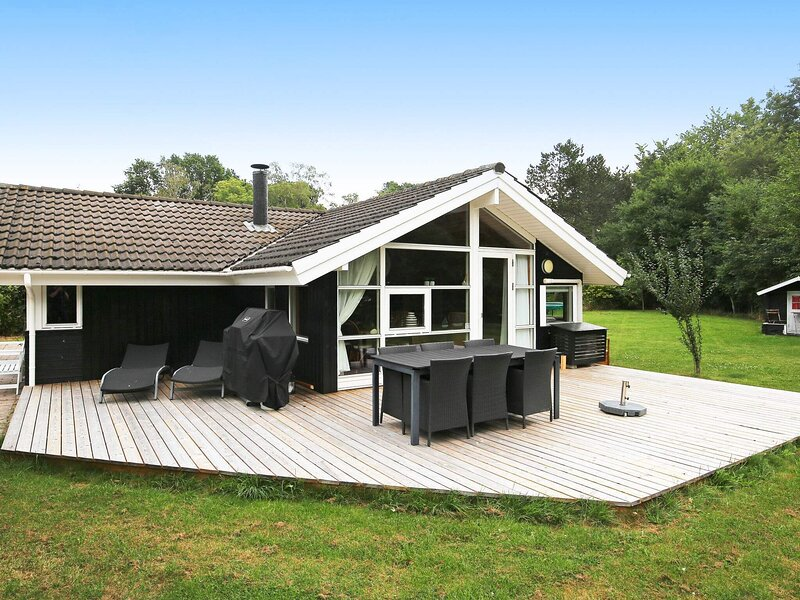 6 person holiday home in Dronningmølle, holiday rental in Hornbaek