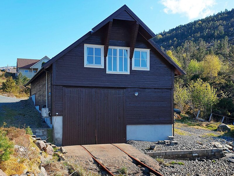 6 person holiday home in Svelgen, holiday rental in Barmen