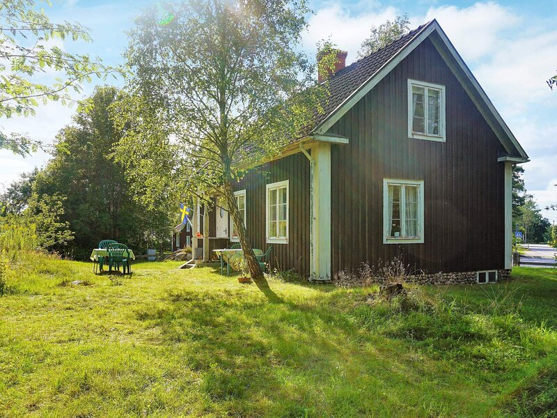 Picturesque Holiday Home in Linneryd with Barbecue, holiday rental in Urshult