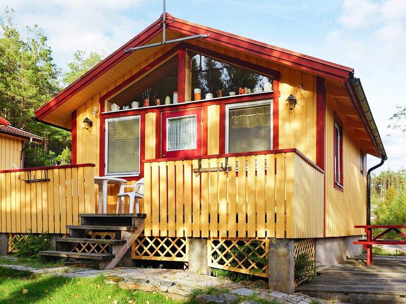 4 person holiday home in MUNKEDAL – semesterbostad i Fjällbacka
