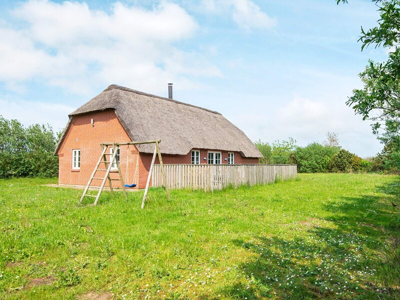 10 person holiday home in Ulfborg, holiday rental in Vederso Klit