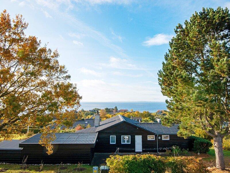 4 star holiday home in Ebeltoft, location de vacances à Femmoeller