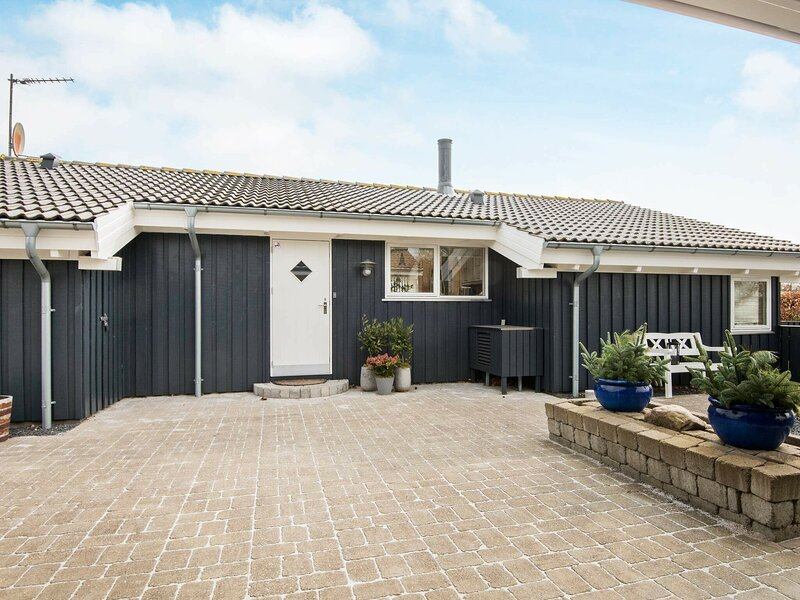 Graceful Holiday Home in Ebeltoft with Terrace, location de vacances à Femmoeller