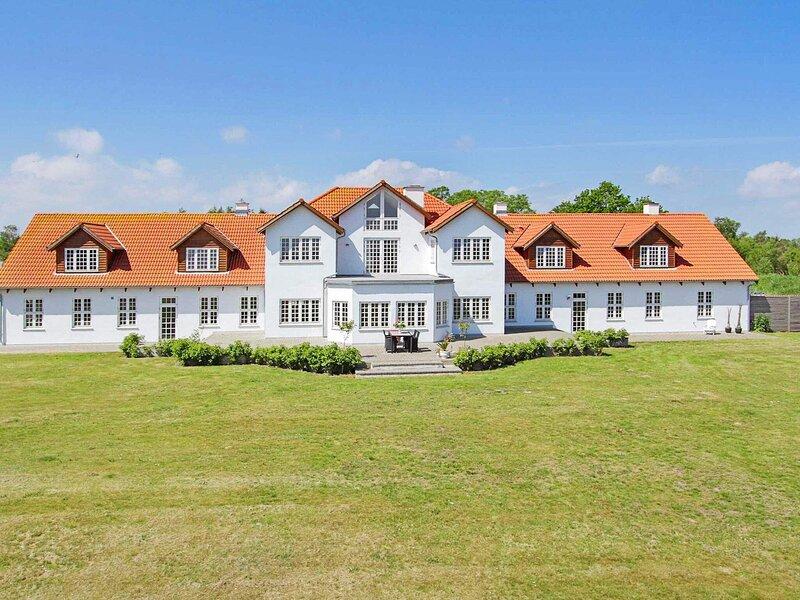 4 star holiday home in Storvorde, location de vacances à Hals