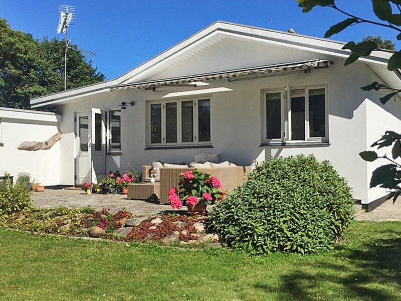 4 star holiday home in Dronningmølle, holiday rental in Hornbaek
