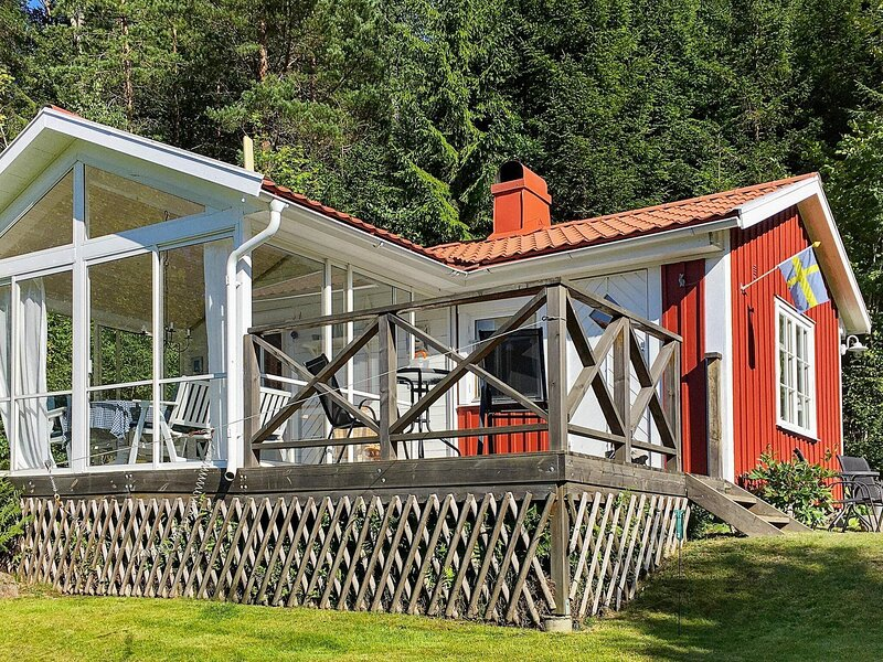 3 person holiday home in UDDEVALLA – semesterbostad i Fjällbacka