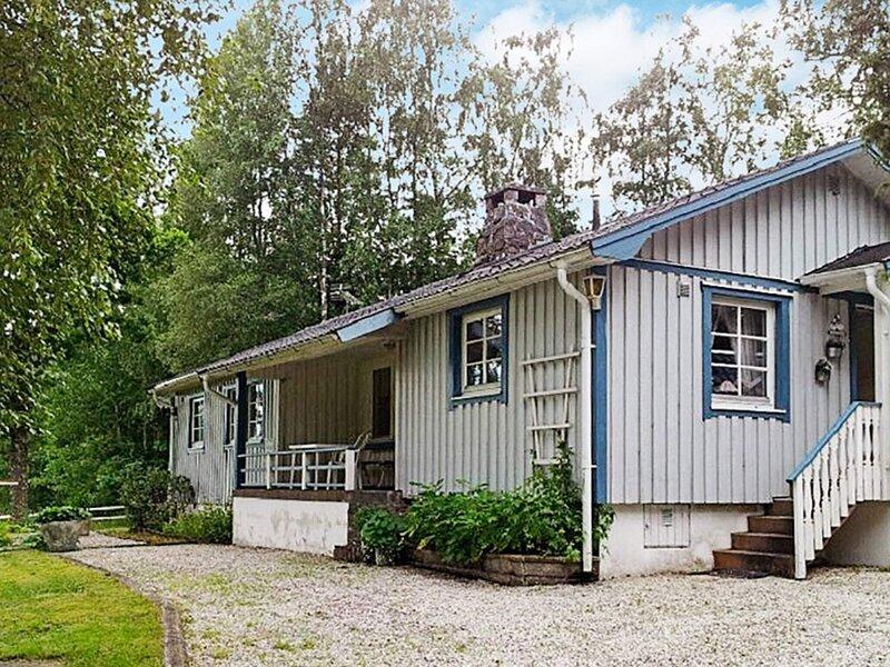 5 person holiday home in TROLLHÄTTAN – semesterbostad i Trollhättan