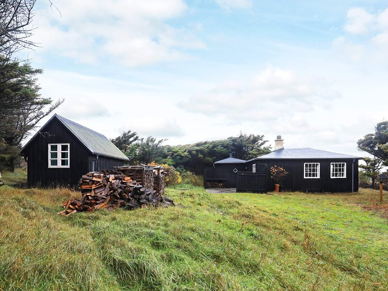 Lively Holiday Home in Ulfborg with Terrace, holiday rental in Vederso Klit