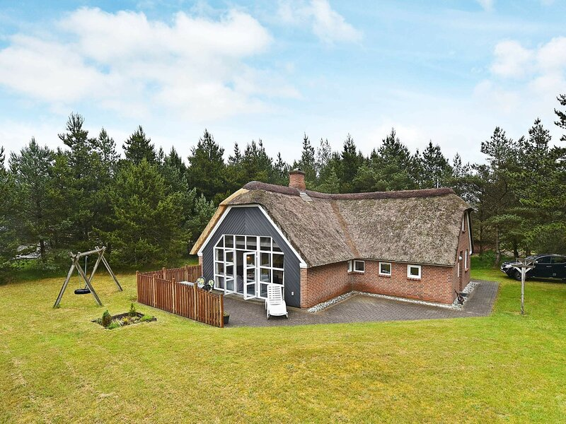 Quaint Holiday Home in Nørre Nebel with Whirlpool, casa vacanza a Lonne