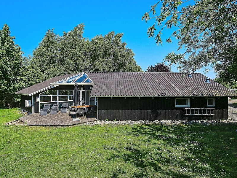 Stylish Holiday Home in Ulfborg with Swimming Pool, holiday rental in Gribskov Municipality