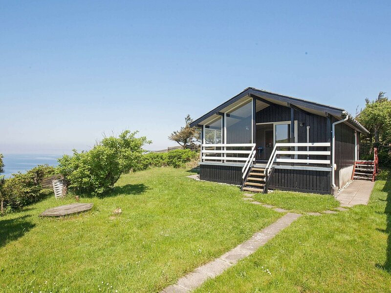 Quaint Holiday Home in Struer with Fjord, holiday rental in Vinderup
