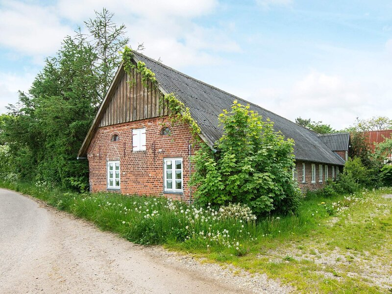 Lovely Apartment in Højer with Barbecue, holiday rental in Rodenas