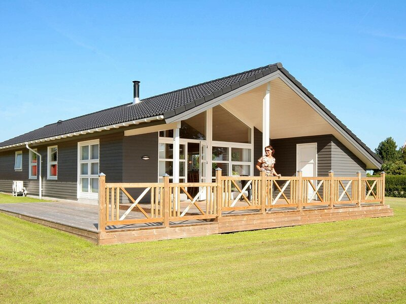 Luxurious Holiday Home in Rødvig Stevns with Sauna, holiday rental in Koege Municipality