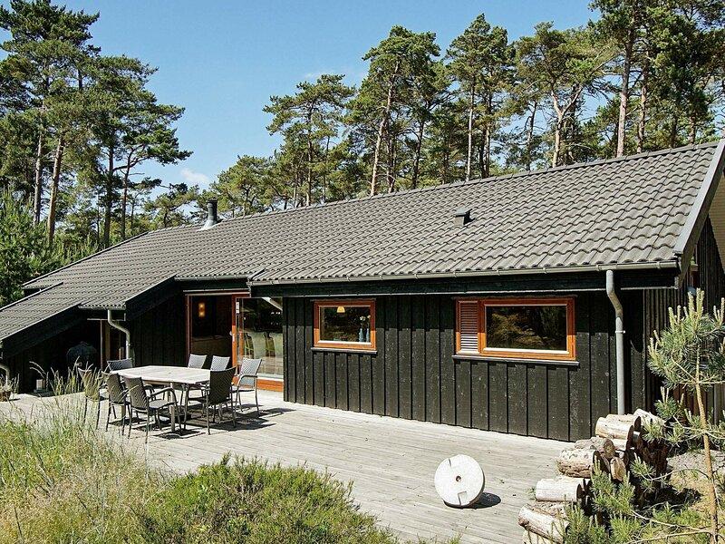 Premium Holiday Home in Nexø with Sauna, location de vacances à Dueodde