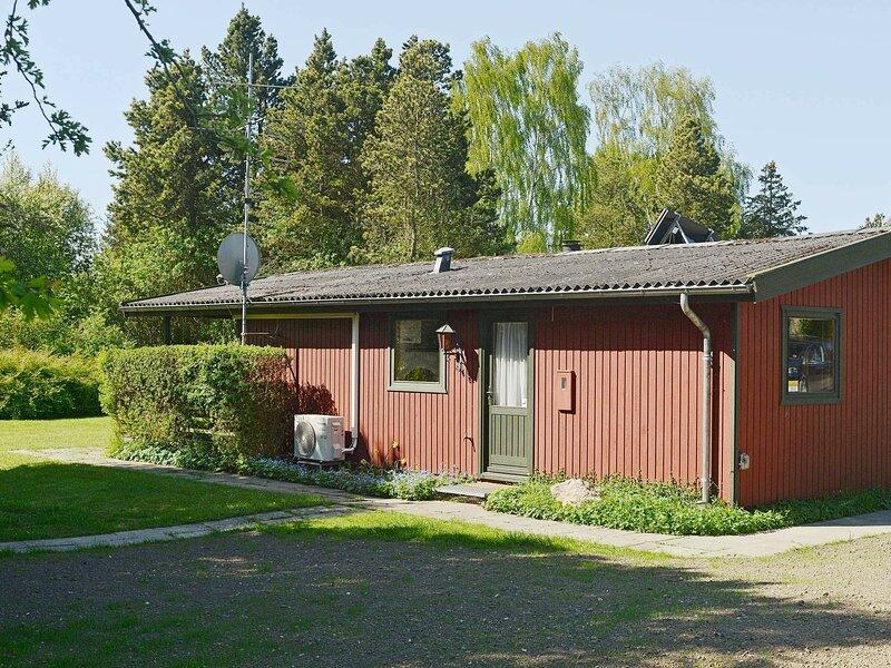Beautiful Holiday Home in Praesto with Terrace, alquiler vacacional en Rødvig