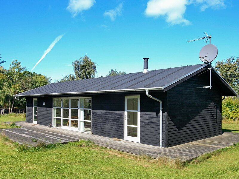 Beautiful Holiday Home in Tranekær with Barbecue, holiday rental in Tranekaer