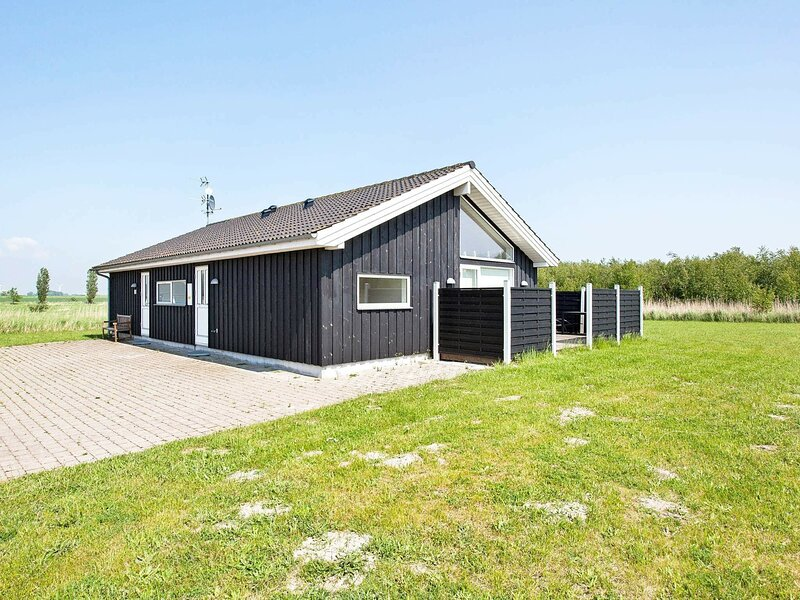 Alluring Holiday Home in Rødby with Whirlpool, holiday rental in Maribo